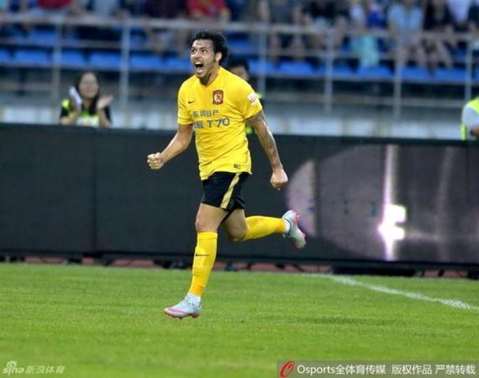 BLOG: Aloísio, Tardelli, Barcos e Goulart marcam em sábado com Guangzhou na liderança