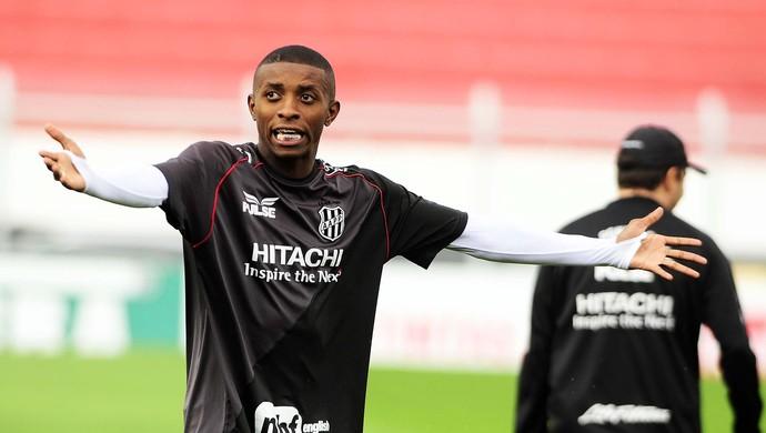 Jonathan Cafu Atacante Ponte Preta Treino (Foto: Marcos Ribolli / GloboEsporte.com)