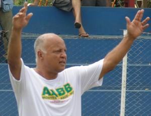 Reinaldo pede a bola (Foto: Cida Santana/Globoesporte.com)