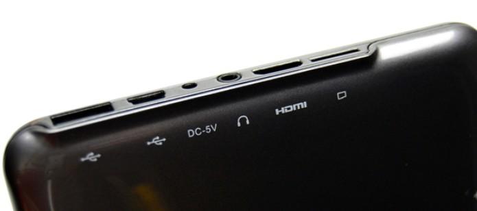 Conexões USB, miniUSB, áudio, fonte, HDMi e entrada para microSD do tablet DL HD7 (Foto: Stella Dauer)