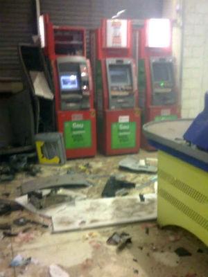 Bandidos explodem caixa automático dentro de supermercado em Itu (Foto: Divulgação / PM)
