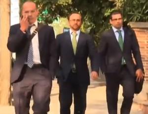 Frame impostores advogados do Manchester United na Espanha (Foto: Reprodução / Youtube)