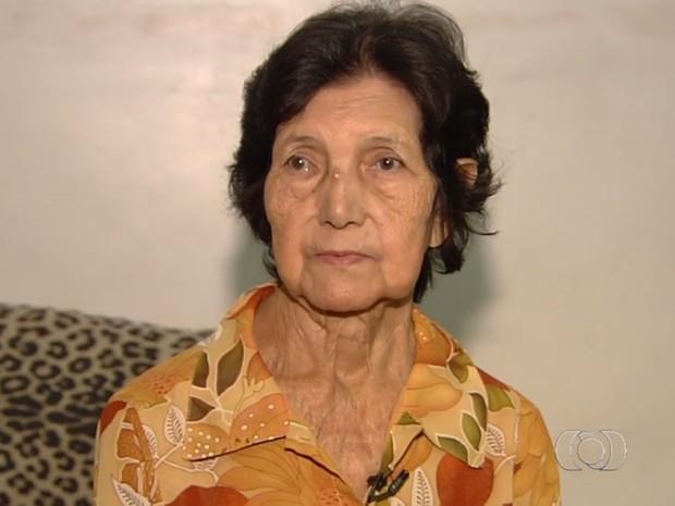 Amélia Almeida Mendes espera há seis meses por remédio na rede pública, em Goiás (Foto: Reprodução/ TV Anhanguera)