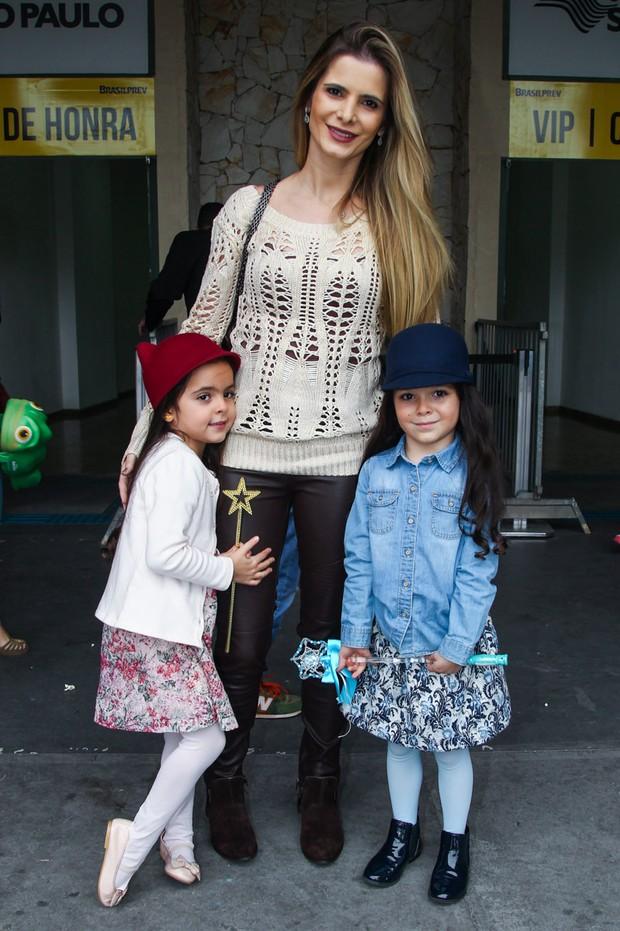 Filhas do cantor Luciano Camargo, Isabella e Helena (Foto: Manuela Scarpa/Photo Rio News)