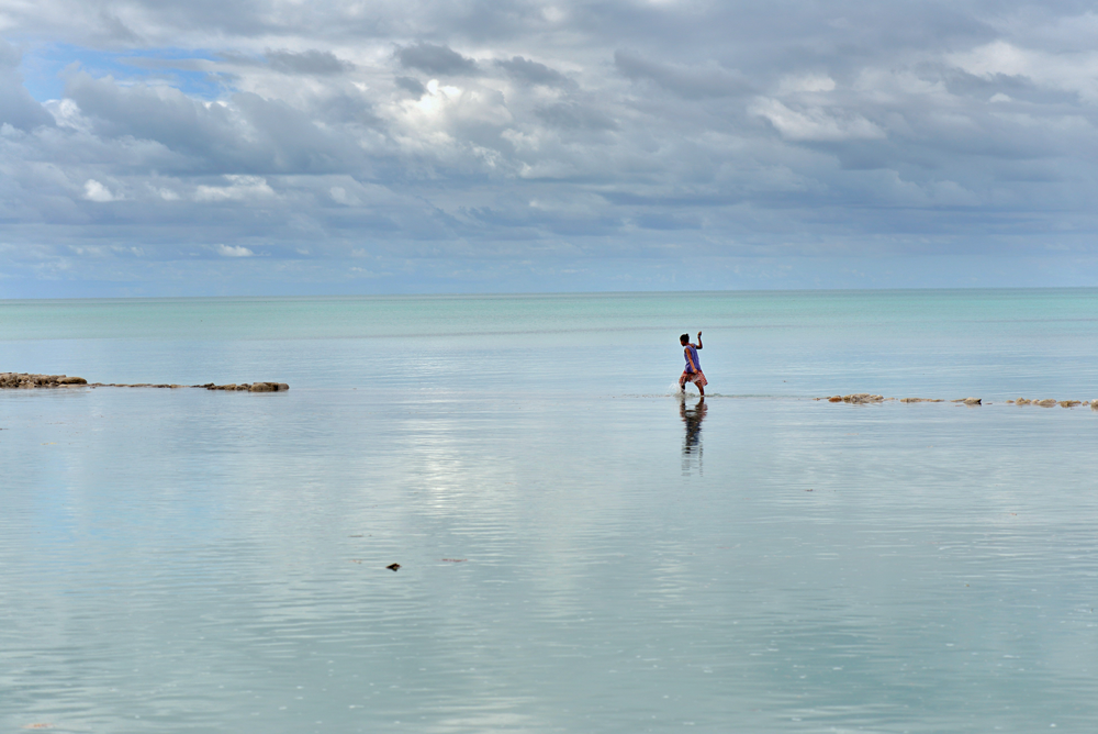 Sumindo do mapa: Kiribati,o país é um dos mais atingidos pelo aumento  do nível dos oceanos (Foto: Kadir van lohuizen / NOOR)