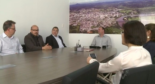 Representantes da TV Tribuna visitam as cidades (Foto: Reprodução/TV Tribuna)