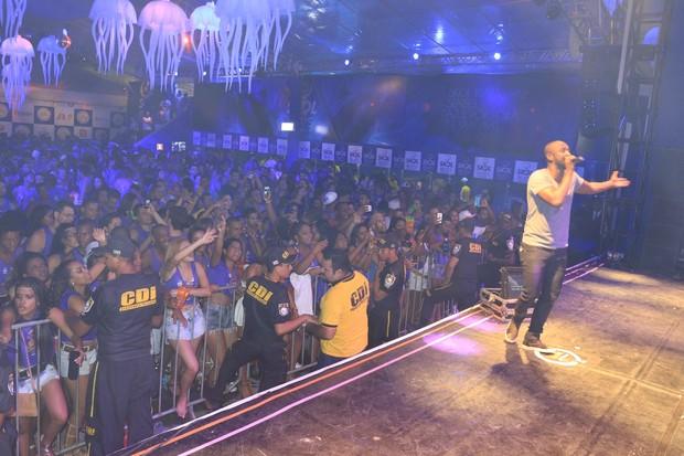 Thiaguinho faz show em micareta (Foto: Fred Pontes/Divulgação)