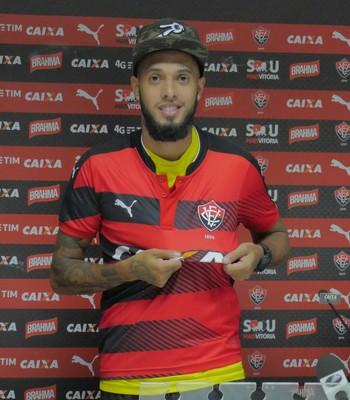 Paulinho; Vitória (Foto: R Santin/Divulgação/EC Vitória)
