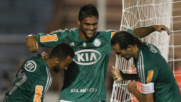 Luan comemora gol do Palmeiras contra o Oeste (Foto: Ag. Estado)