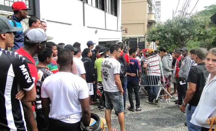 fila ingressos jogo Atlético-MG (Foto: Gabriel Duarte)