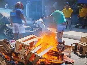 Manifestação aconteceu nesta manhã em Campos dos Goytacazes (Foto: Reprodução / InterTv)