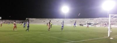 Auto Esporte x Atlético de Cajazeiras, no Estádio Almeidão, pelo Campeonato Paraibano 2014 (Foto: Hévilla Wanderley / GloboEsporte.com/pb)
