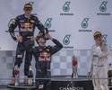 """Cinco fotos provam que Nico Rosberg não curtiu muito esse tal de """"shoey"""""""