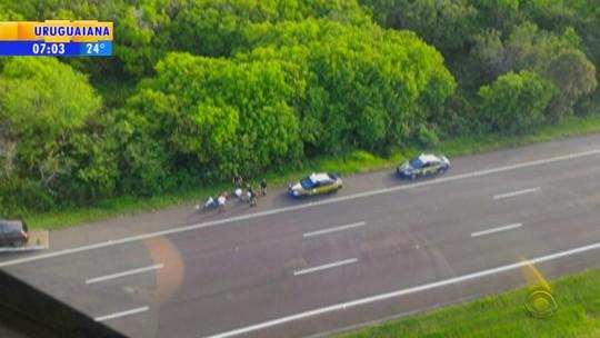 Dupla é presa suspeita de assaltar motoristas em refúgios da BR-290