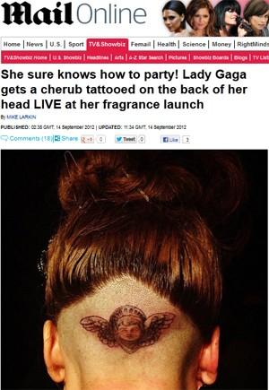 Lady Gaga tatuou um anjo na parte de trás da cabeça (Foto: Reprodução/Daily Mail)