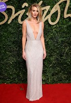 Look do dia: Rosie Huntington arrasa no British Fashion Awards