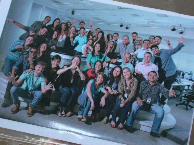 Foto registrou repórteres, produtores, repórteres cinematográficos da TV Morena (Foto: Gabriela Pavão/ G1MS)