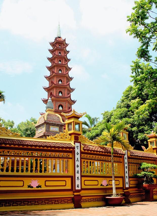 Construído no século 6, Tran Quoc, o templo budista mais antigo de Hanói, exibe um pagode de 11 andares (Foto: Thinkstock)