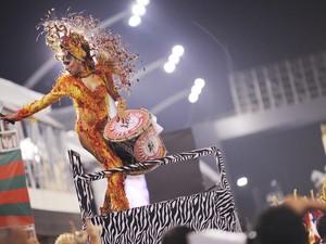 Mocidade Alegre levou belas mulheres para a avenida (Foto: Raul Zito/G1)