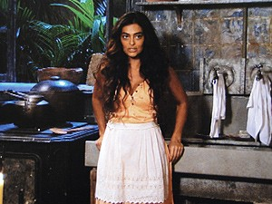 Gabriela surpreende Nacib na casa dele (Foto: Gabriela / TV Globo)