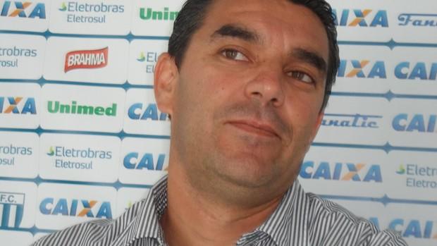 Marcelinho Paulista prefere não falar sobre a própria questão salarial (Foto: Savio Hermano / GLOBOESPORTE.COM)
