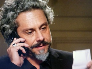 Zé avisa que vai para Petrópolis (Foto: TV Globo)