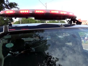Viatura da Guarda Municipal teve parabrisa quebrado durante protesto em Campinas (Foto: Reprodução / EPTV)