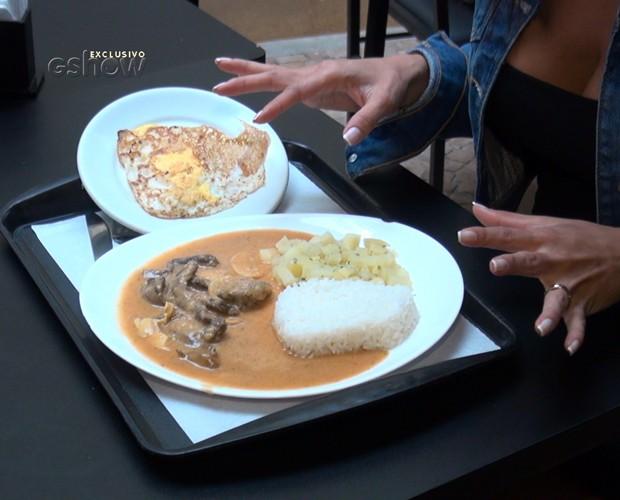 Fernanda D'avila cai dentro de estrogonofe com batata e arroz (Foto: Gshow)
