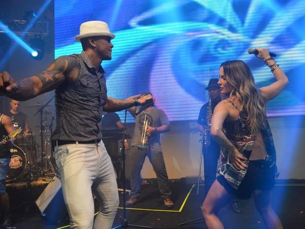 Claudia Leitte e Léo Santana em show em Salvador, na Bahia (Foto: Felipe Souto Maior/ Ag. News)