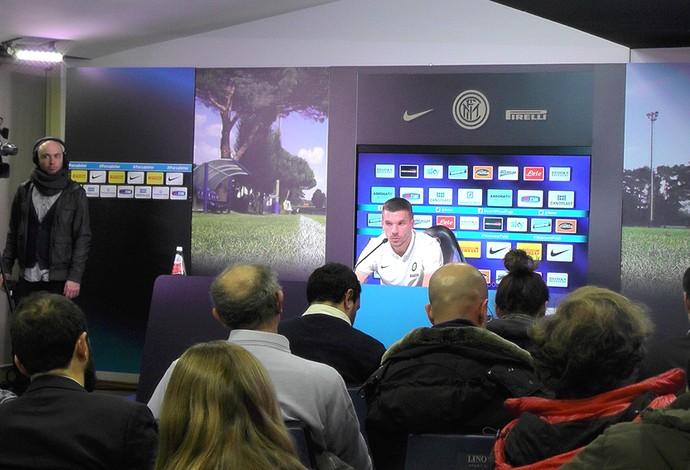 Podolski Apresentação Inter de milão (Foto: Claudia Garcia)