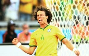 David Luiz comemoração Brasil (Foto: Marcos Ribolli / Globoesporte.com)