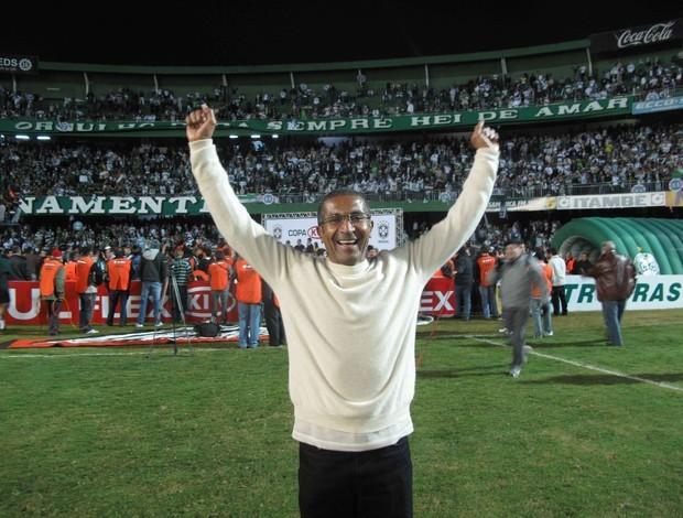 Cristóvão comemorando (Foto: Rafael Cavalieri / Globoesporte)