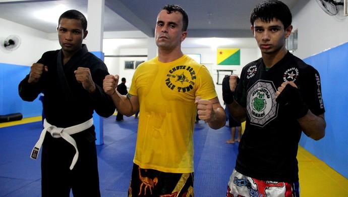 Leandro Souza, professor Renato Silva Júnior e Thomas Bryan, da Macaco Gold Team (Foto: João Paulo Maia)