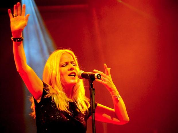 Vocalista do Kid Abelha, Paula Toller cantou sucessos que marcaram os 30 anos da banda (Foto: Andrea Gisele/Secom-JP)