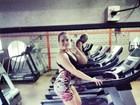 Ex-BBB Paulinha faz selfie durante malhação: 'Voltando a ativa'