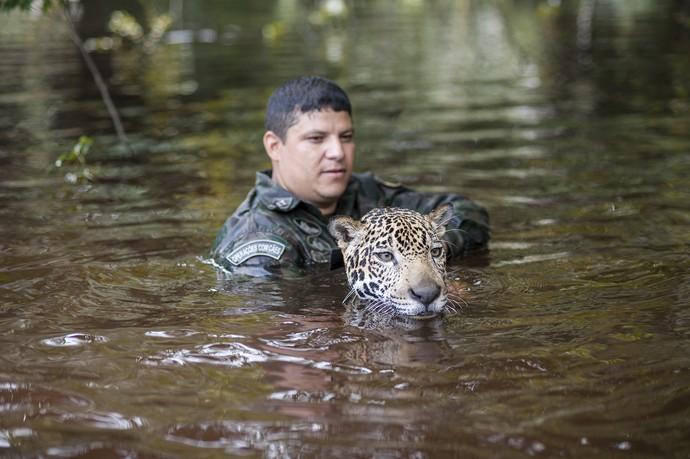 Sargento Klebson é um dos onçeiros responsáveis por Jiquitaia (Foto: Michell Melo)