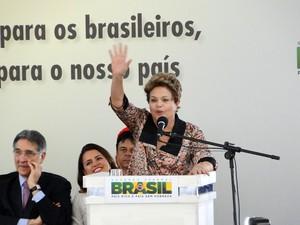 Dilma entrega moradias em Ribeirão das Neves, na Grande BH (Foto: Pedro Cunha/G1)
