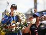 """Novato ex-F1 chega se """"arrastando"""" e vence edição histórica na Indy 500"""