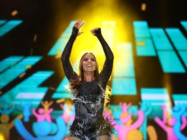 Ivete usa figurino inspirado em Tina Turner (Foto: Raphael Dias/Gshow)