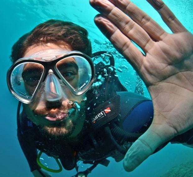 Caio Castro: mergulho em Arraial do Cabo (Foto: Reprodução Instagram)