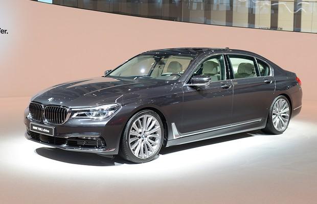 BMW Série 7 no Salão de Frankfurt 2015 (Foto: Newspress)