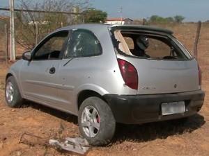 Carro deixa presídio e é atingido por tiros na Bahia (Foto: Reprodução / TV Bahia)