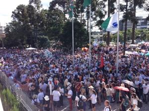 Milhares de servidores públicos protestaram no dia em que o 'pacotaço' foi votado pelos deputados estaduais (Foto: Sabrina Coelho / G1)