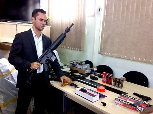 O delegado titular da Deco do DF, Luiz Henrique Dourado Sampaio (Foto: Isabella Formiga/G1)