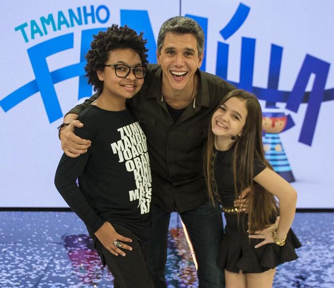 Marcio Garcia abraça JP Rufino e Mel Maia (Foto: Renato Rocha Miranda / Globo)