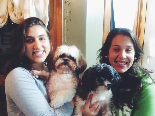 Irmãs reencontraram Ringo dois dias após o roubo em Porto Alegre (Foto: Paula Kiamilof Ferreira/Arquivo pessoal)
