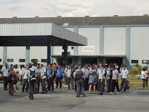 Terminal Estudantes em Mogi das Cruzes ficou repleto de funcionários em greve. (Foto: Pedro Carlos Leite/G1)