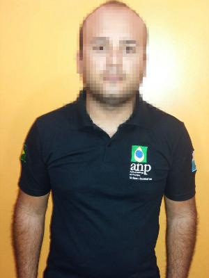 Suspeito se passava por fiscal da Agência Nacional de Petróleo e Gás Natura (ANP) (Foto: Divulgação/Polícia Civil)