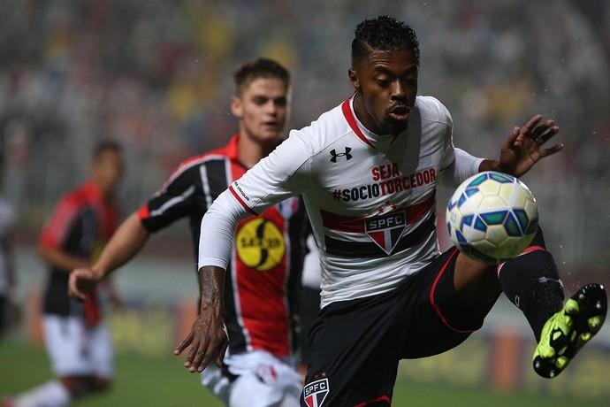 Joinville x São Paulo Michel Bastos (Foto: Rubens Chiri/saopaulofc.net)