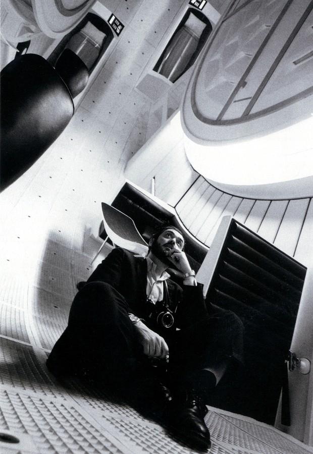 """O diretor Stanley Kubrick dentro da nave espacial Discovery do filme """"2001: Uma Odisseia no Espaço"""" (Foto: Warner Bros. Entertainment / Divulgação)"""